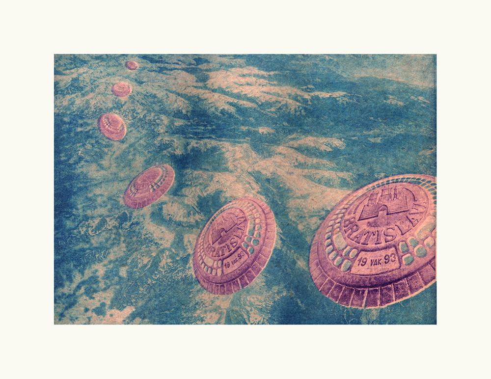 Operculus lunaris (Lunar lids)